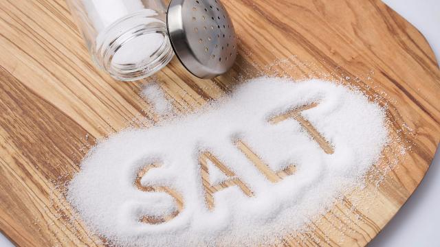 这才是每天吃盐的标准摄入量!早就不是6克了,家有老人的必看