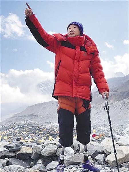 69岁双腿截肢老人攀珠峰终成功:好像就是为登山活着