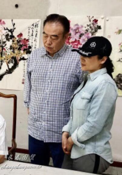 """陈凯歌50岁妻子素颜近照 昔日""""最美貂蝉""""身材发福"""