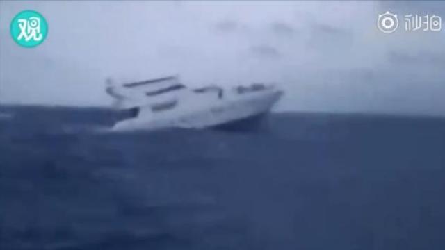 普吉游船倾覆前最后影像及海中救人视频曝光