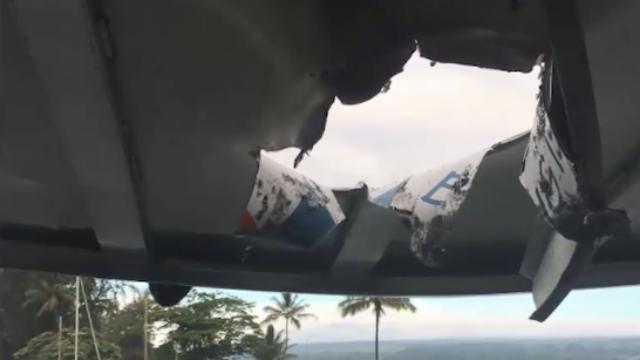 现场:夏威夷观光船遭熔岩炸弹击中 游客尖叫不断