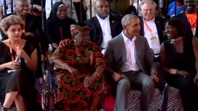 现场:奥巴马回老家走亲戚,和姐姐一起愉快起舞