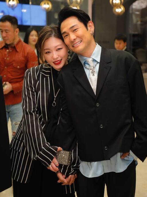 56岁杜德伟的32岁娇妻近照曝光  曾是一名专业摄影师