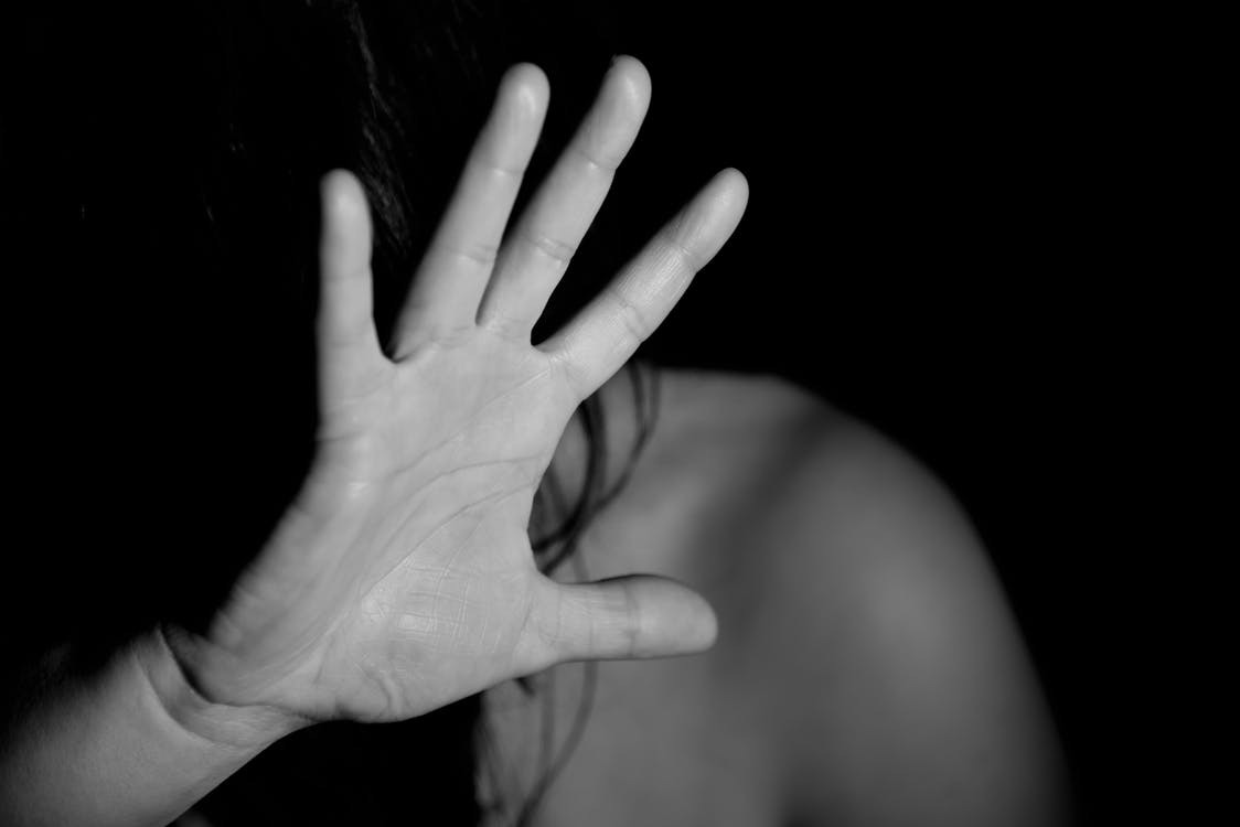 性侵丑闻频发,如何保留证据才能将性侵者绳之以法?
