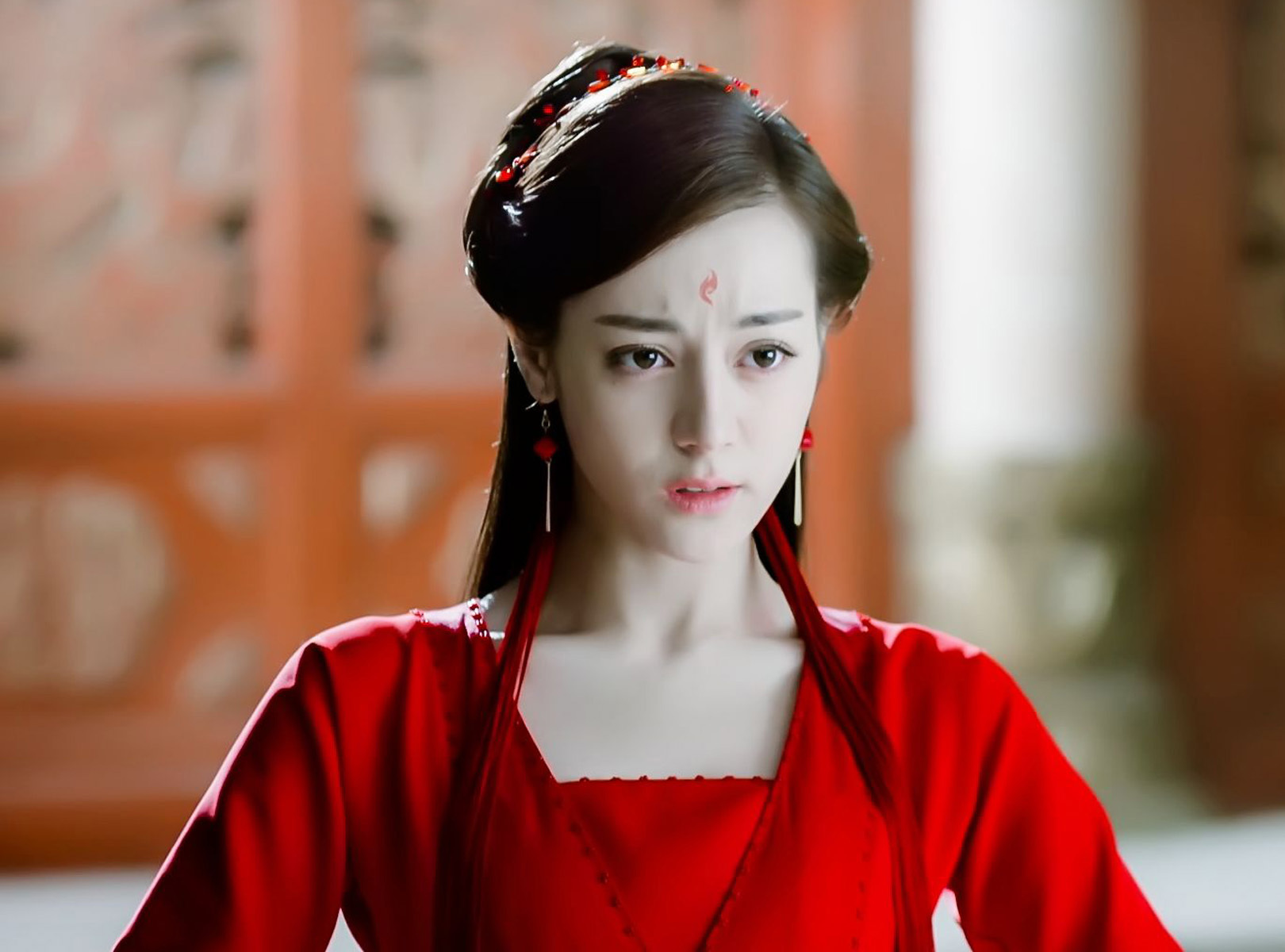 七位颜值女明星古装红衣照,赵丽颖霸气侧漏,她却被吐槽造型丑?