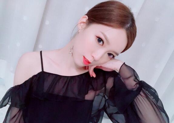 黄日华28岁漂亮女儿近照曝光 女承父业进入演艺圈