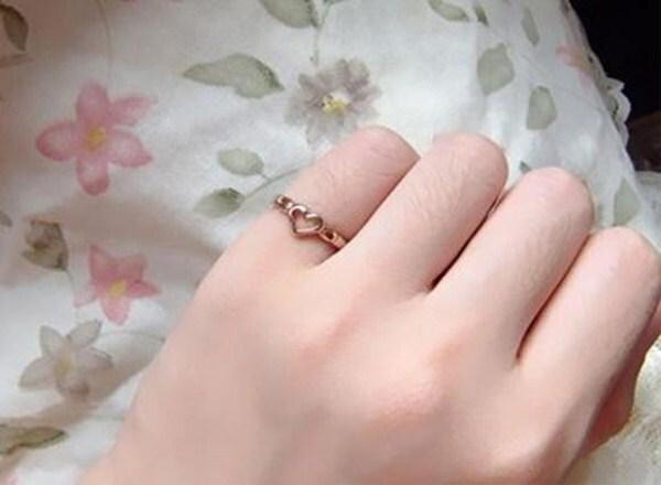 戒指戴不同手指有不同含义!戴在「这指」大招桃花 抢在七夕前脱单