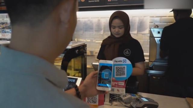 中国移动支付走进马来西亚,民众赞叹:太棒了!