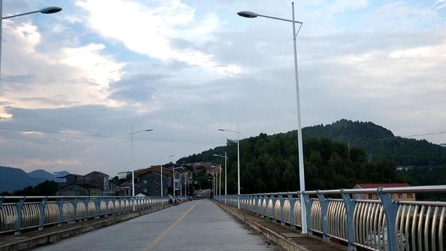 四川长岭大桥,长1.1公里,总投资4500万元,渡轮时代结束
