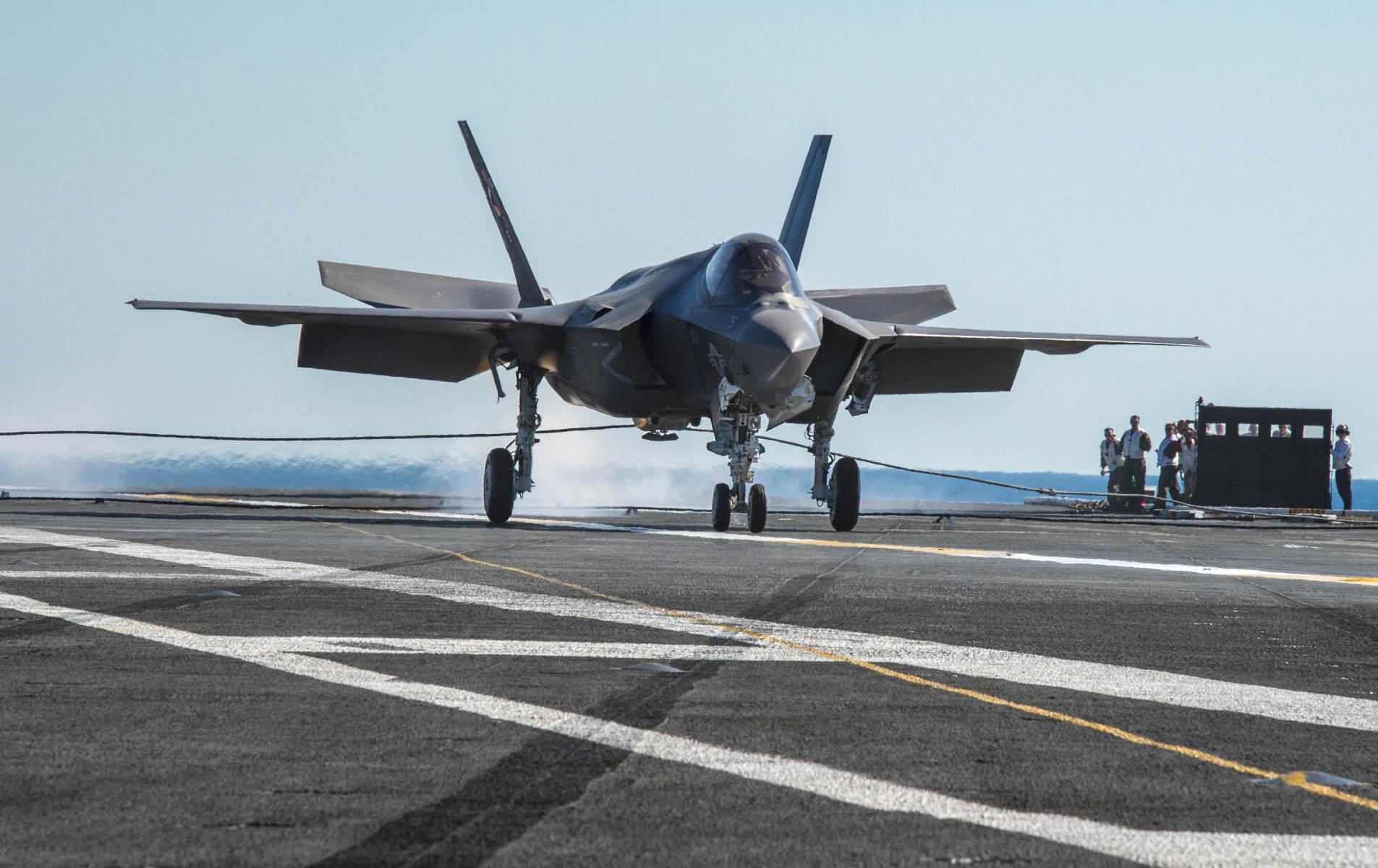 F-35C舰载机启动作战测试评估 距离成军仅差一步