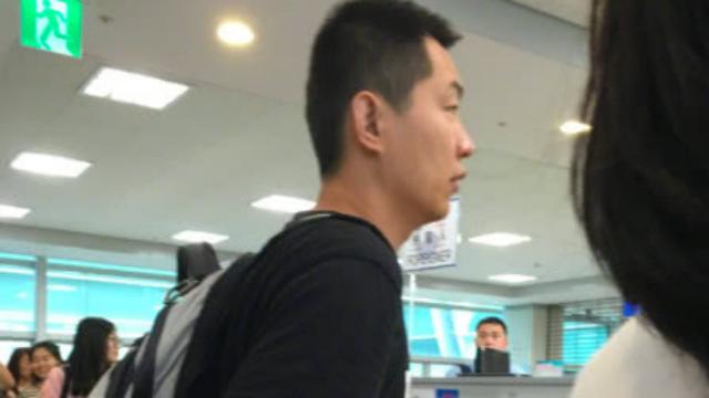 高铁霸座男坐船去韩国,公然插队
