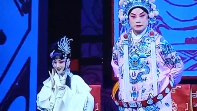 李宏图、郭玮表演京剧《吕布与貂蝉》