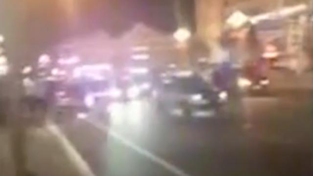 """男子持刀劫持出租车扬言""""就想杀人"""" 被当场击毙"""