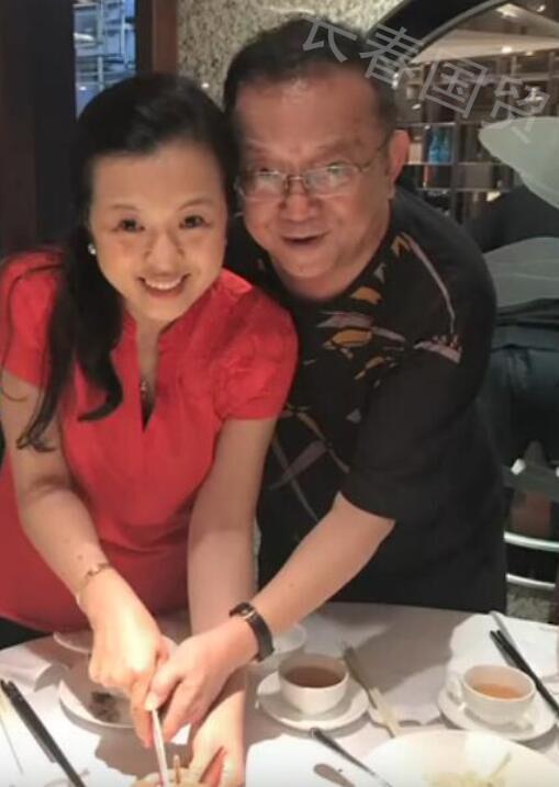 70岁王刚与50岁妻子亲密合影照曝光 二人相识于网络