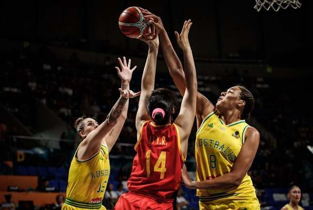 中国双塔合计16分完败于坎贝奇 惨遭世界第一女中锋完爆