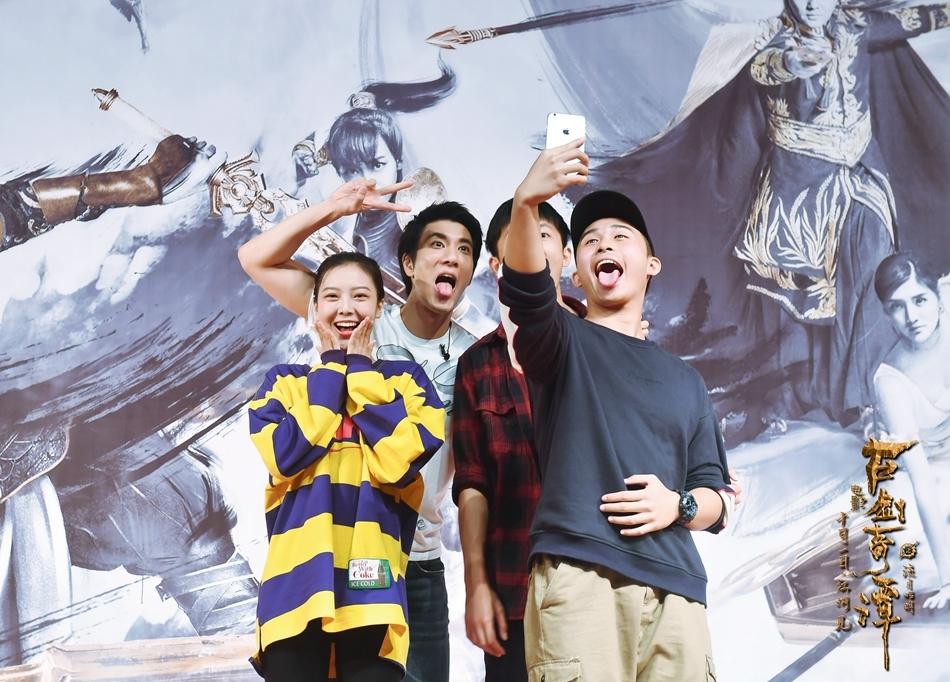 《古剑奇谭》攻占武汉校园 2千学子拉歌助力电影