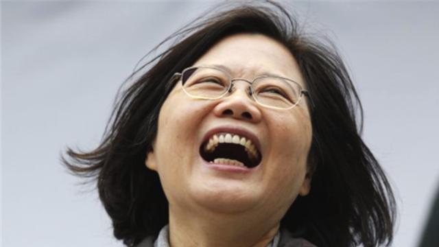 """跳梁小丑!美军舰横穿台湾海峡没多久 蔡英文当局又""""高兴坏了"""""""