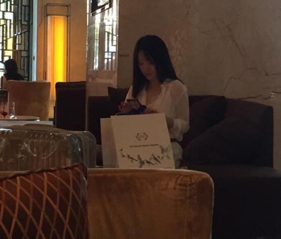 47岁杨钰莹近照曝光 打扮时尚似少女