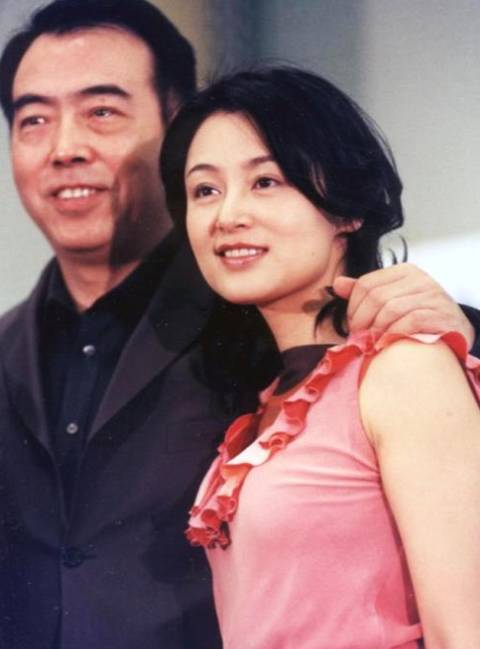 66岁陈凯歌和50岁陈红合影近照曝光 结婚21年恩爱如初