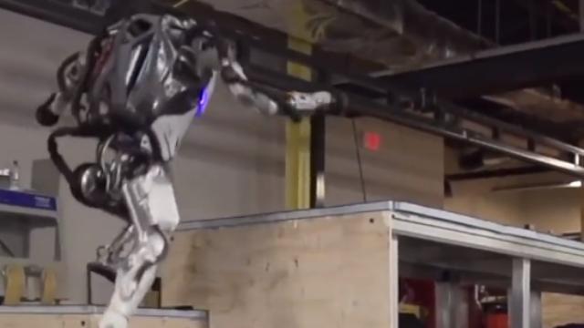 """波士顿动力机器人再升级:可飞檐走壁""""秀功夫"""""""