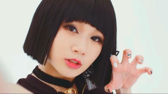 看这日本妹子,给你演绎《神经病之歌》