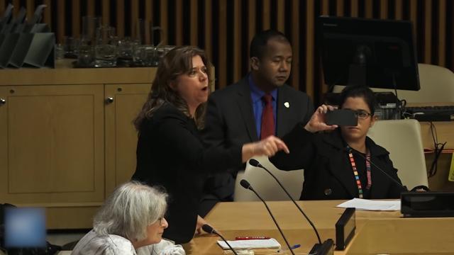 现场:多个国家代表在联合国高喊口号狂拍桌子 当面怒怼美国