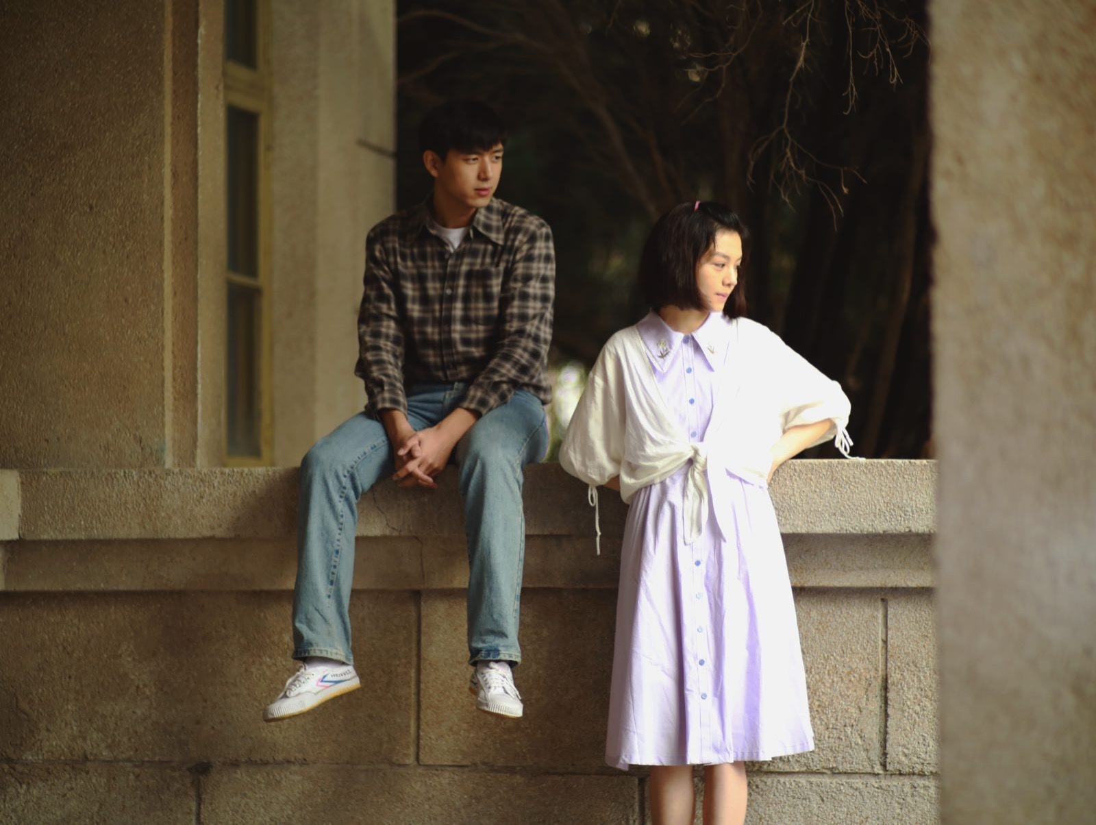 《恋曲1980》剧照曝光 李现春夏演绎纯情时代爱恋