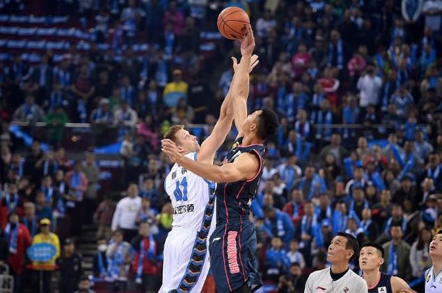 易建联10+12德莱尼关键三分 广东3分惊险击败北京