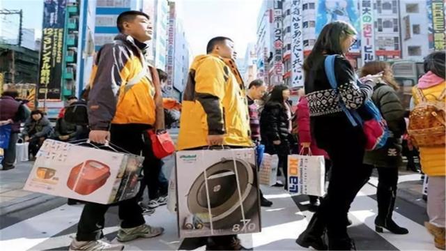 17年日本发六百万张签证,中国人占比超七成,签证官:手都抽了
