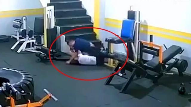 监拍:少女拒绝前男友复合遭抱摔殴打