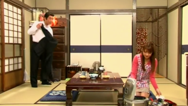 在日本妻子是这样服侍晚归的丈夫,全程就听懂最后一句话