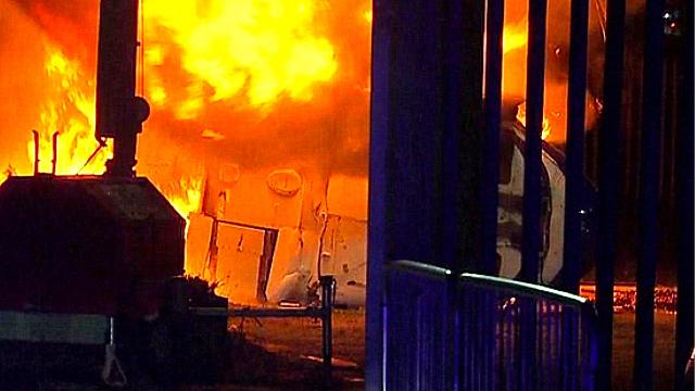 英超莱斯特城老板私人直升机在球场外坠毁!现场形成巨大火球