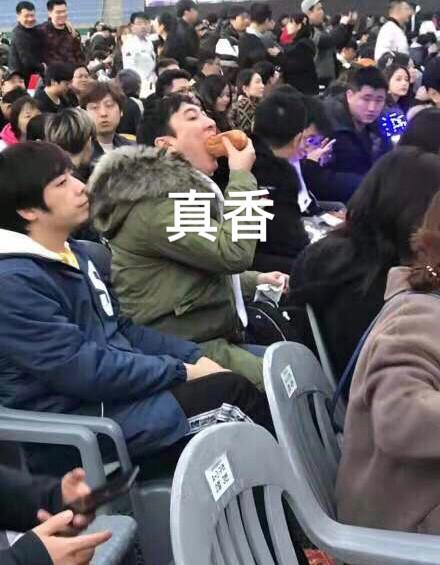 """""""王思聪吃热狗视力表""""出来了,校长关爱你的视力健康"""