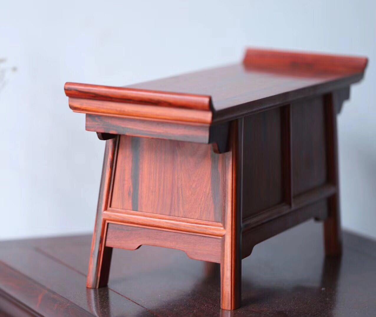 工艺:传统手工结构:榫卯结构,小二联橱是案桌类和柜橱类家具相结合的