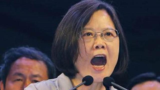 想被尽快武统?台当局疯狂叫嚣:美国军舰可以停靠台湾!
