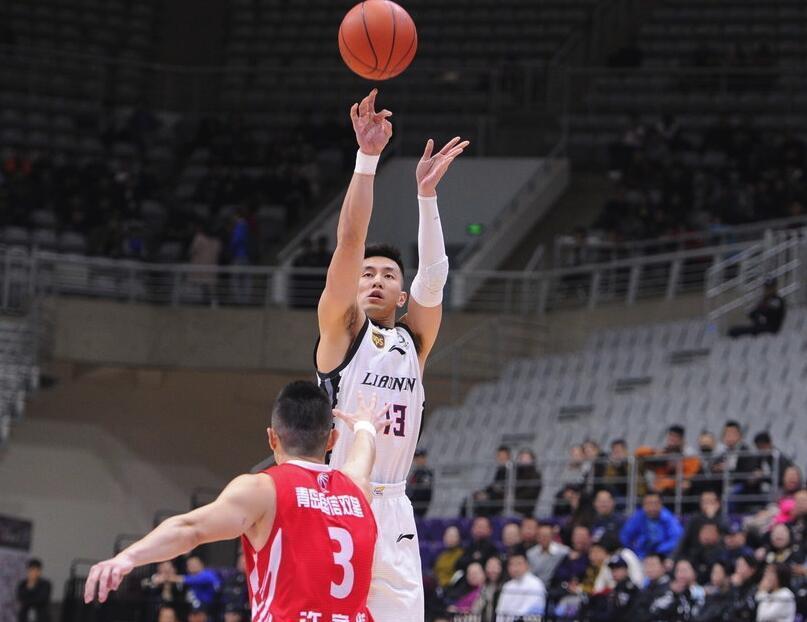 郭艾伦获新赛季首个两双 末节12分轰垮青岛防线