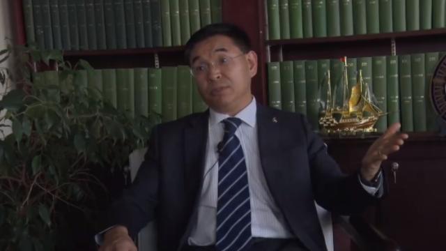 英国首位华裔大学校长:最感谢的是祖国!