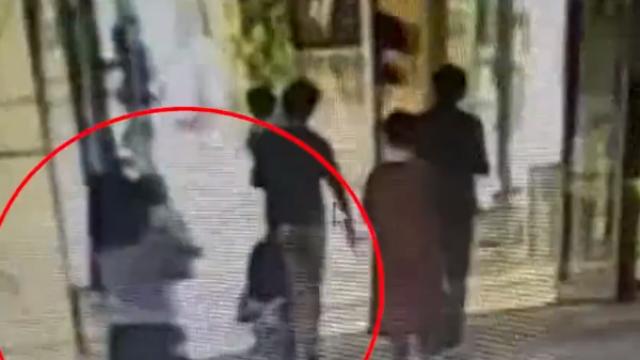 """浙江:女子砸伤小女孩,还冒充""""目击者""""提醒"""