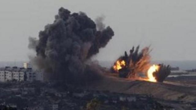 无人机拍下以色列空袭巴勒斯坦画面 多架直升机朝一地点狂轰滥炸