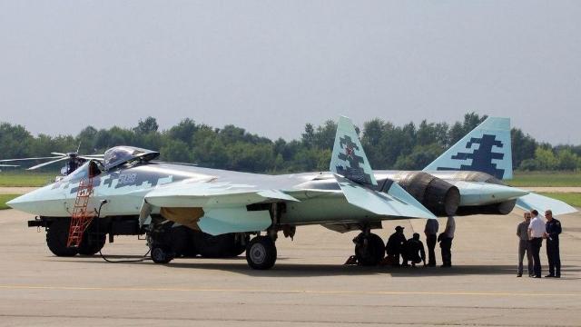 俄罗斯苏57战机绝密视频曝光  压力由弱变强把机翼生生压断