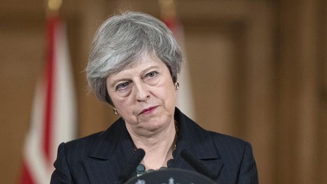 脱欧草案引发英国内阁辞职潮 英首相面临下台危机