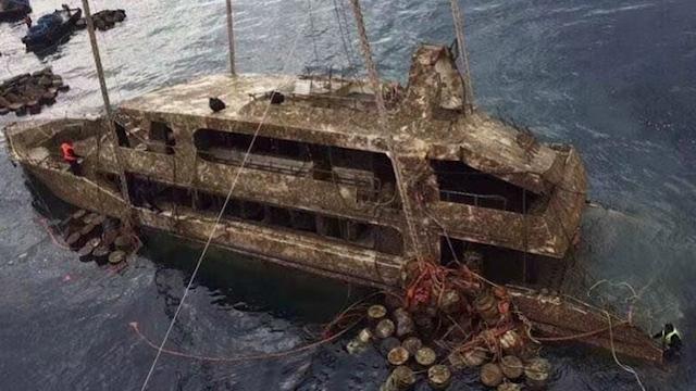 普吉沉船凤凰号打捞上岸 泰警方默哀