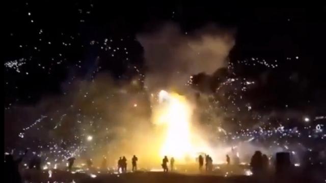 热气球90米高空瞬间爆炸砸向人群