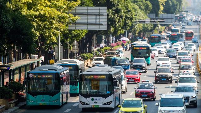 普通公交车?不存在啦,深圳街头只有纯电动公交车了!