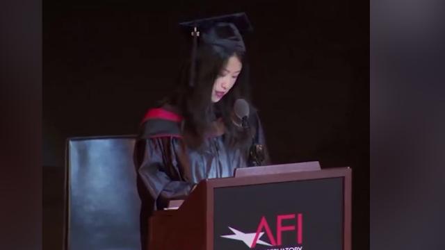 """中国留学生""""接地气""""演讲在美夺得满堂彩"""