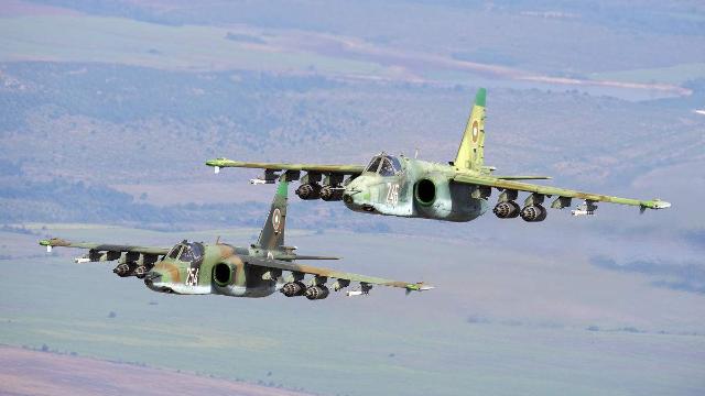 实拍俄军苏25战机巡航刻赤海峡 以应对乌克兰海军行动