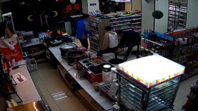 男子劫持人质被警方击毙 现场视频首度公开