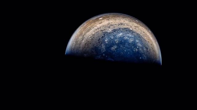 朱诺号探测任务华丽的飞越木星表面