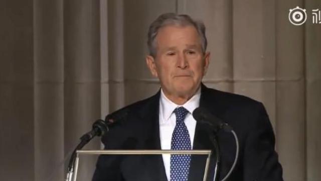 葬礼上 小布什最后一次调侃老爸引发场下笑声不断