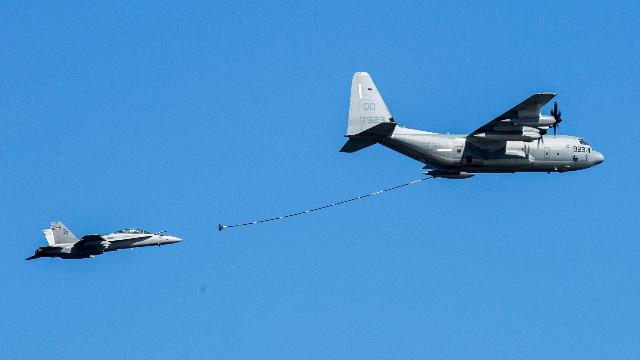 驻日美军战斗机与加油机相撞坠海 1人获救6人失踪